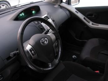 Продается автомобиль Toyota Yaris Екатеринбург